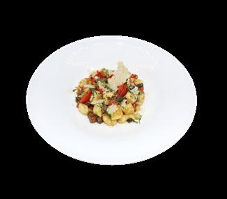 Kartoffelgnocchi mit Gemüsesauce, Taggiasche-Oliven, Basilikum und Parmesanchips - 4 Portionen