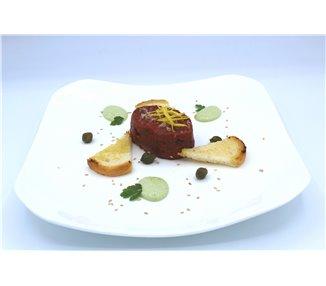 Tartar vom heimischen Rind (240 g - 2 Portionen) mit getosteten Brot