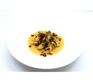 Chestnut-potato gnocchi, pumpkin-ginger cream, braised pumpkin and roasted bacon - 2 portions